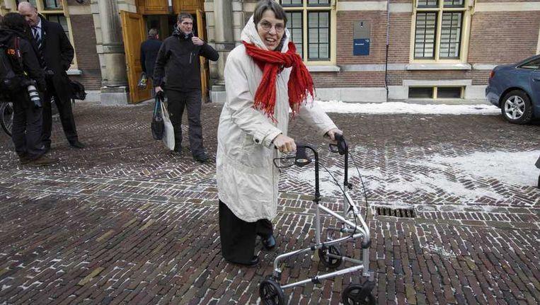 Staatssecretaris Jetta Klijnsma van Sociale Zaken en Werkgelegenheid verlaat het Binnenhof na afloop van de ministerraad. Beeld anp