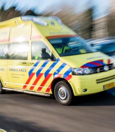 Opgefokte bestuurder (34) blokkeert spoedrit ambulance met patiënt erin