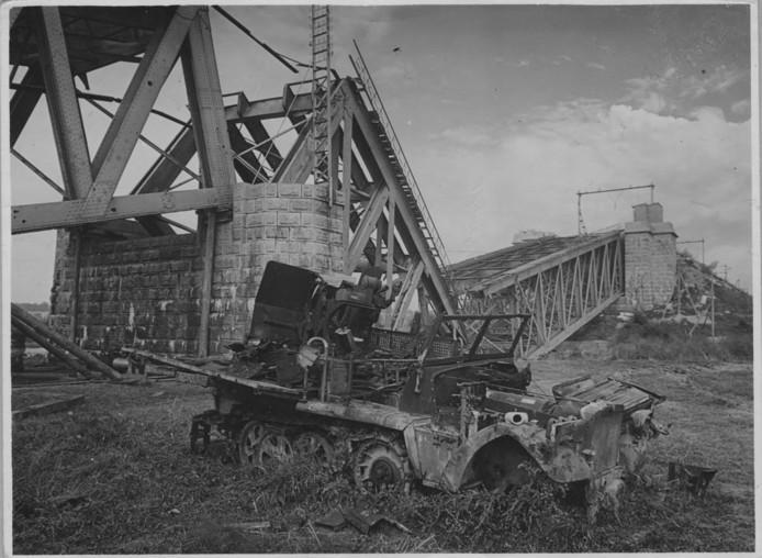 De uiterwaarden bij de tijdens de Slag om Arnhem opgeblazen spoorbrug bij de Nederrijn in Oosterbeek.