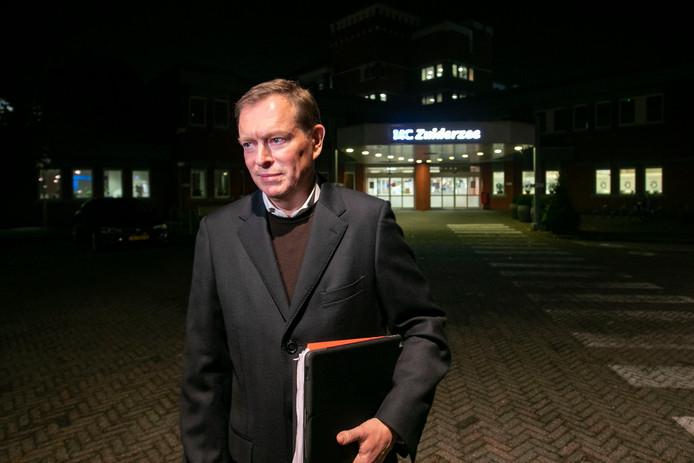 Minister Bruno Bruins (Medische Zorg) bij het MC Zuiderzee.