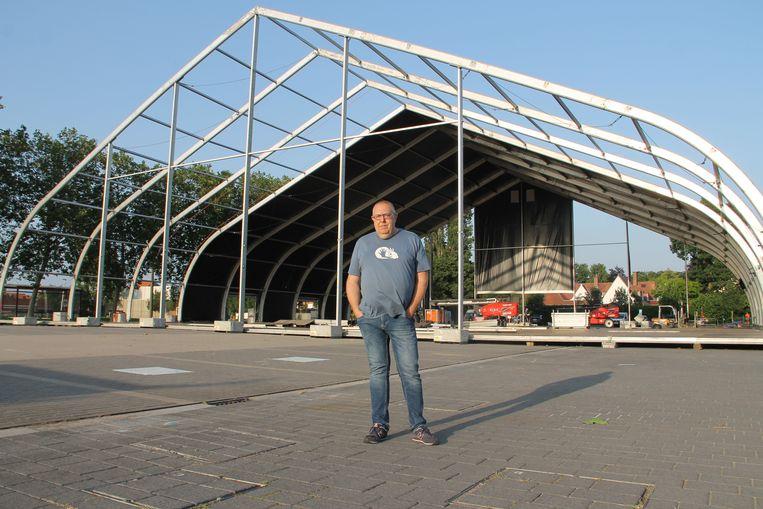 Festivaldirecteur Bart Dewitte bij de Tent Mahal.
