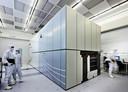 Een net gebouwde EUV-machine in de stofvrije ruimtes van ASML.