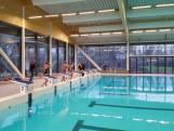 Eerste duik in nieuw sportbad in Hengelo: 'Lekker temperatuurtje'