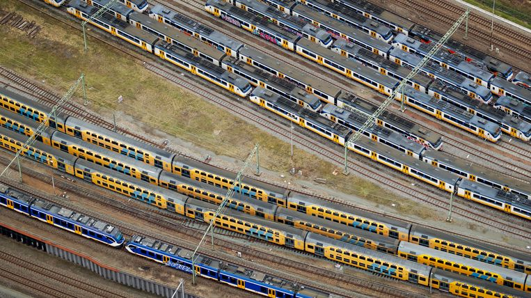 Luchtfoto van een vol rangeerterrein nabij Centraal Station Amsterdam. Beeld ANP