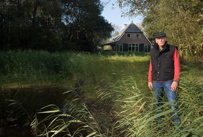 Jan Willem Vlaanderen heeft een systeem om energie uit zijn vijver te halen.