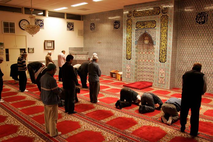 Gebedsdienst in de Medine-moskee in Raalte.