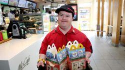 Grote inspiratiebron: 32 jaar lang werkte man met syndroom van Down in McDonald's, nu gaat hij op pensioen
