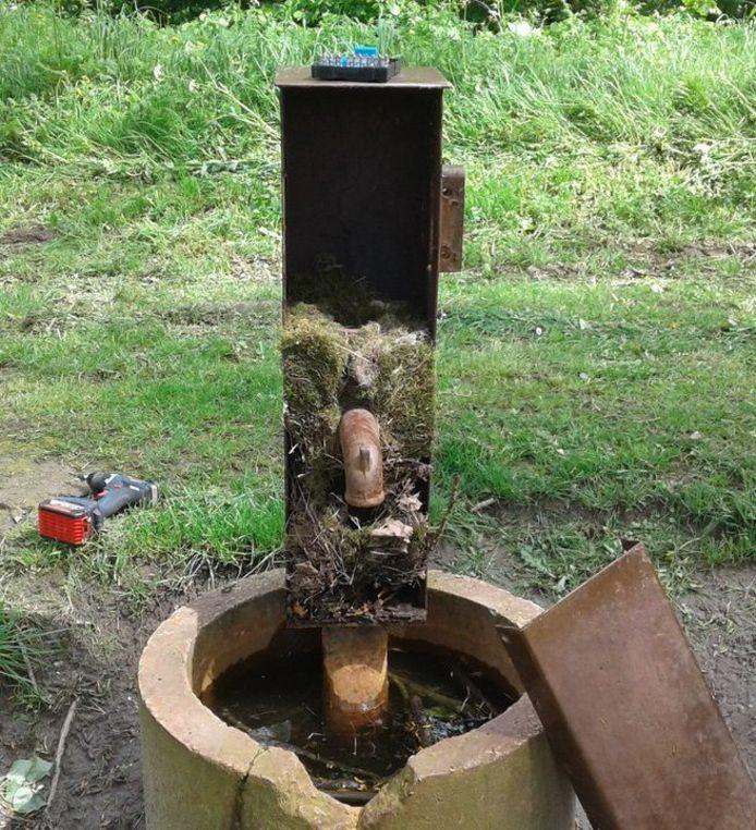 De waterpomp is buiten werken gesteld.