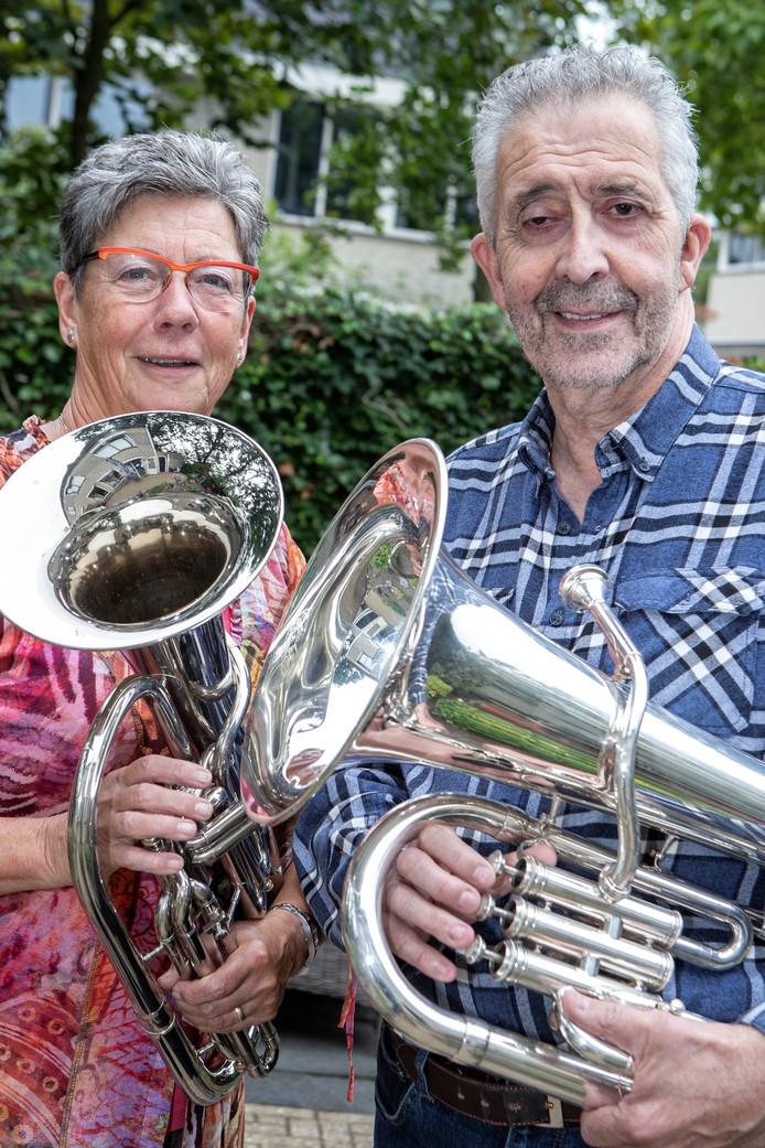 Anny Consemulder en Ad Clerx initiatiefnemers voor een middagorkest in Roosendaal. Foto Chris van Klinken