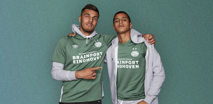 PSV onthult ook het 'derde shirt', dat gebruikt wordt in uitwedstrijden.