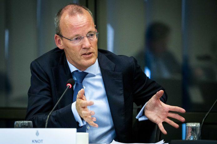 Klaas Knot, president van De Nederlandsche Bank (DNB), vindt dat het kabinet de belastingen voor burgers moet verlagen.