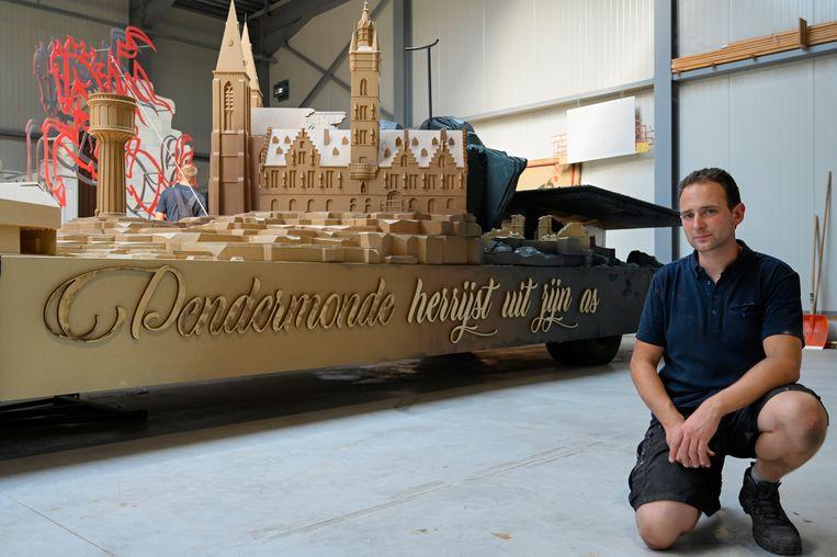 Voor een reuzachtige, gedetailleerde maquette van het stadhuis werd specialist Bram Buytaert ingezet.