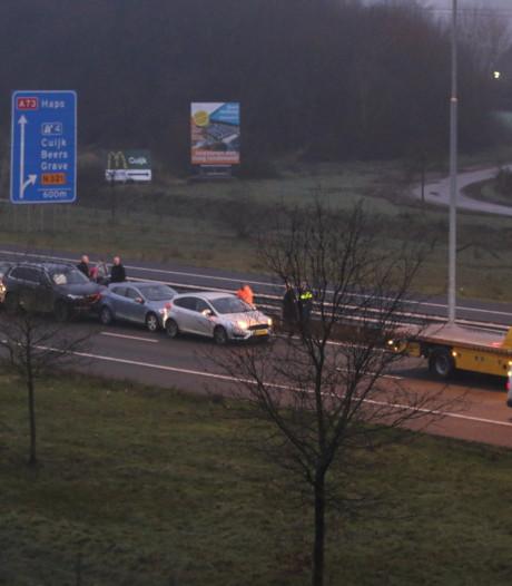 Weg weer vrij na ongeluk met zes auto's op  A73, file neemt af
