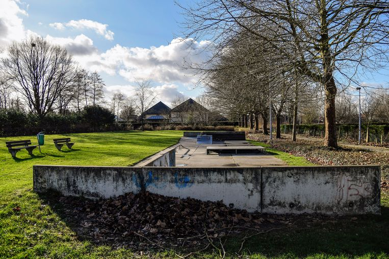 De site in het Hagewijkpark in Grembergen heeft haar beste tijd gehad. In de plaats komt een gloednieuw skatepark, ontworpen met wensen van Dendermondse skatende jongeren.