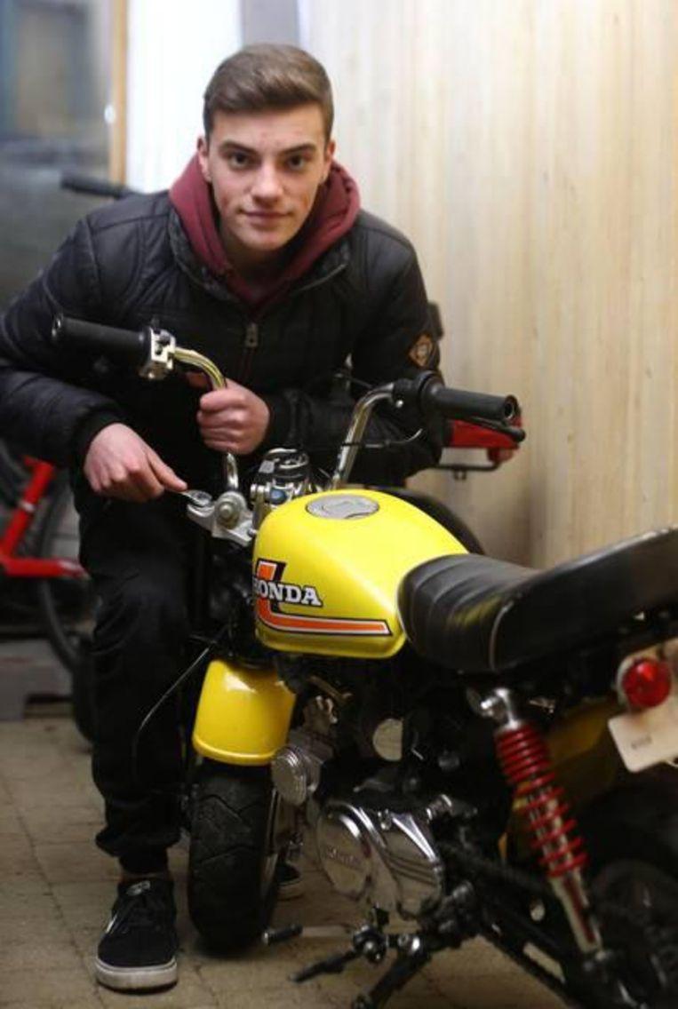 Milan Lamyns (16) is, net als zijn 'grote broer' Damon, gepassioneerd door alles wat met motors te maken heeft.