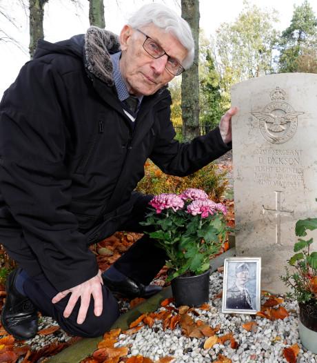 Speurtocht naar verhaal achter soldatengraf van sergeant David die omkwam voor Westlandse kust