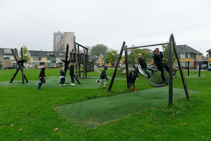 Het speelveld aan de Welhorst voorziet in een behoefte bj kinderen uit de buurt, maar moet mogelijk wijken voor een schoolgebouw.