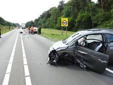 Gewonde bij botsing tussen auto en vrachtwagen in Helmond