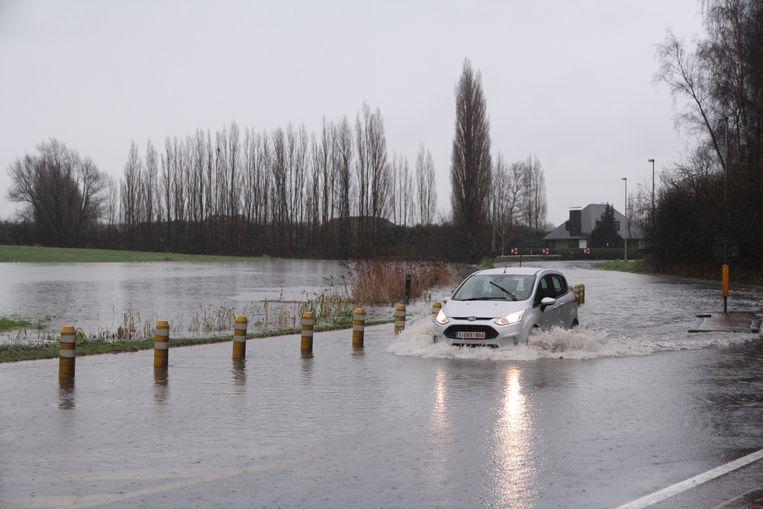 Deze beelden van een overstroomde N419 moeten nu tot het verleden behoren.
