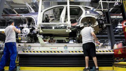 Autofabriek VDL Nedcar, waar ook veel Belgen werken, schrapt ongeveer 700 banen