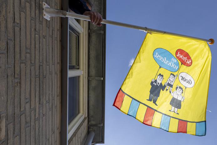 De vlag van het School-en Volksfeest in Goor