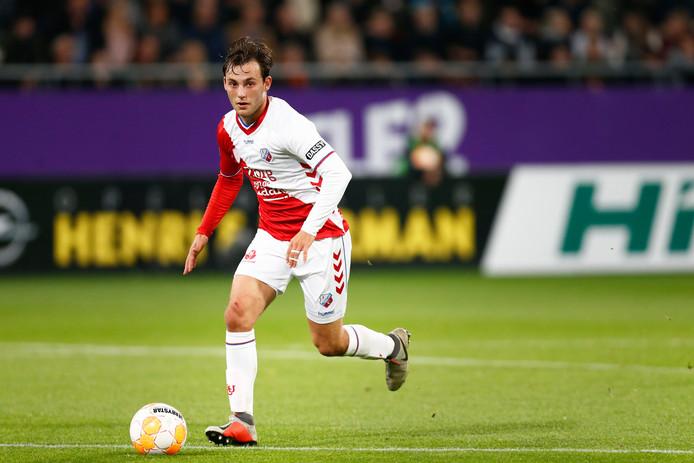 Joris van Overeem aan de bal voor FC Utrecht tegen AZ.