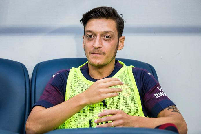 Mesut Özil sloot na een roerige zomer weer aan bij Arsenal.