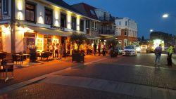 Bestuurder rijdt in op terras in Nederlandse Gennep: 6 gewonden