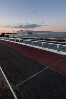 Politiek maakt zich zorgen: is brug in Hengelo gevaarlijk voor motorrijders?