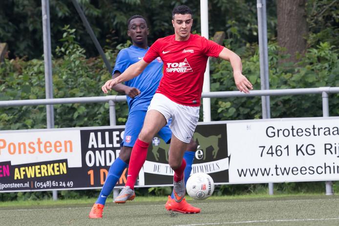 Excelsior'31-speler Hakim Ezafzafi in actie tijdens het Fletcher Top Toernooi van vorig jaar.