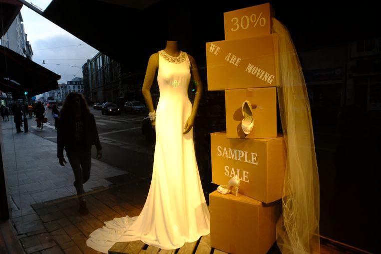Antwerpse Carnotstraat Is Een Monument Armer Bruidskledij