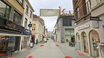"""Shoppen in Kortrijk na de lockdown: """"Winkelstraten kruisen mag, voetgangers hebben voorrang op fietsers, mondmasker dragen hoeft niet"""""""