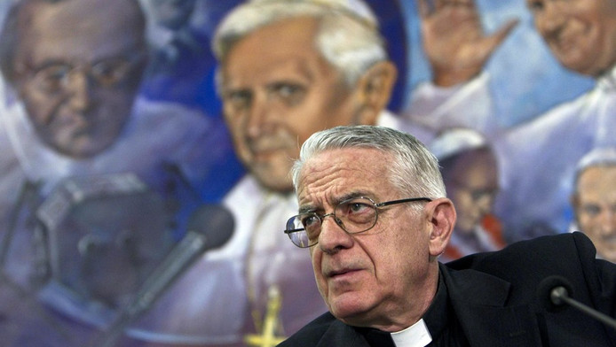 Federico Lombardi, de woordvoerder van het Vaticaan, gisteren tijdens een persconferentie over de butler van de paus.