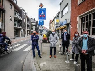 """Proefproject fietsstraat in Stationsstraat van start: """"Tijdverlies voor auto's verwaarloosbaar, maar fietsveiligheid neemt significant toe"""""""