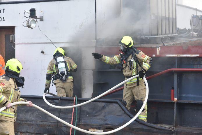 Brand in de machinekamer van het schip.
