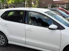 Inbrekers op scooters slaan ruiten in van auto's in Breda