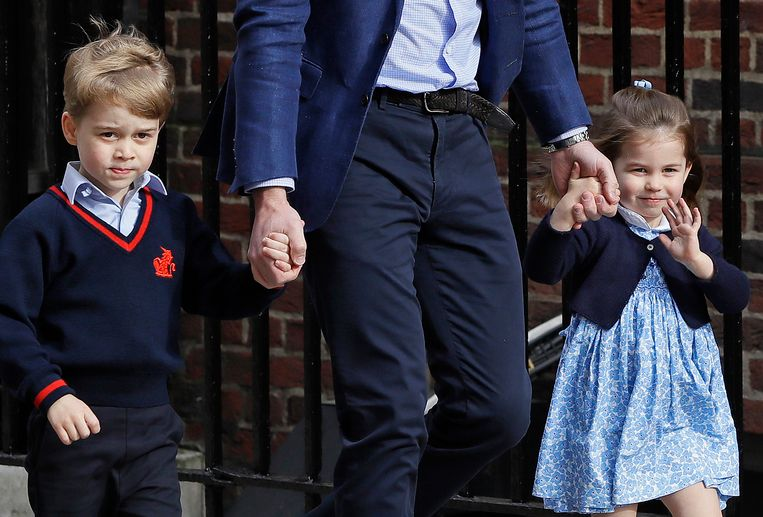 De kinderen van William en Kate heten officieel 'prins George' en 'prinses Charlotte'.
