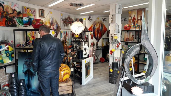Kunsthandel Pieter Breughel geeft een tijdelijke outlet aan het Walplein in Oss geopend.