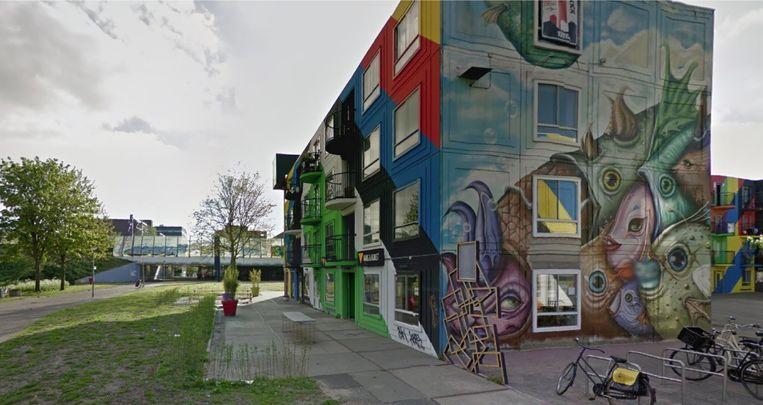 Het bontgekleurde gebouw van Oma Ietje, op Heesterveld 3 zie je al van ver liggen. Beeld Google Streetview