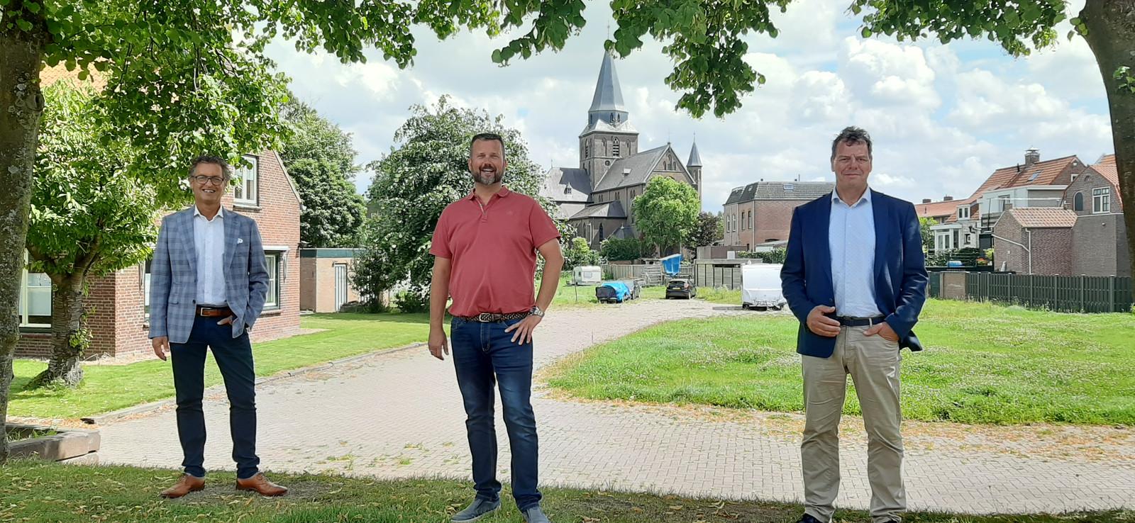 De drie hoofdrolspelers voor het plan Rebus in Stampersgat. Vlnr Wethouder Hans Wierikx, William Vermunt van de Samenstichting en Ruud van den Boom, directeur Woonkwartier.