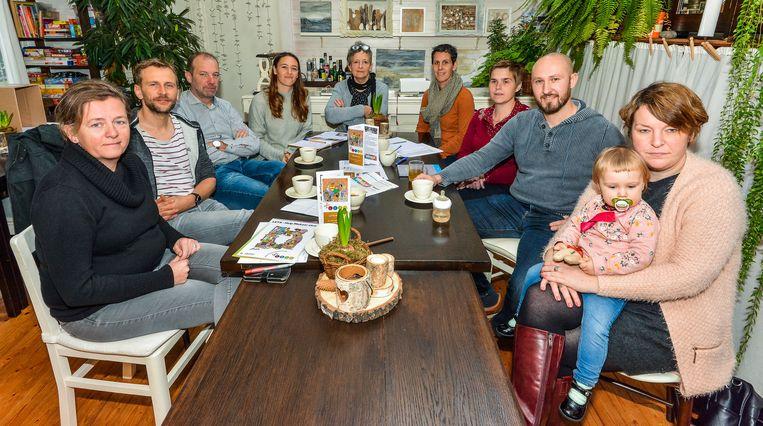 WERVIK  De nieuwe burgerbeweging Wervik Wordt Wakker tijdens een werkvergadering.