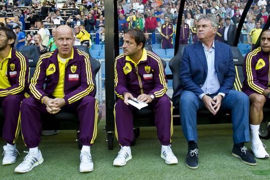 Ton du Chatinier (links) naast Zeljko Petrovic en Guus Hiddink.