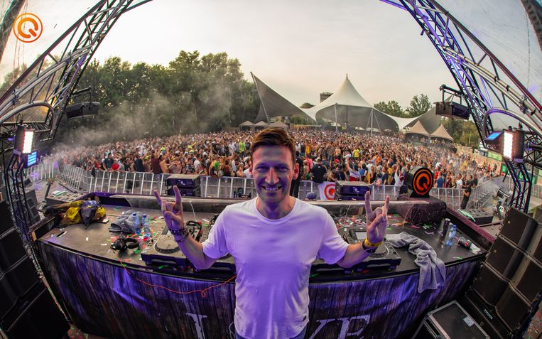 Mark With a K op de Q-Dance Stage van Tomorrowland.