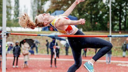 """Scholiere Laura Van Den Brande keert met zilveren medaille van BK meerkamp terug: """"Tweede plaats is mooi extraatje"""""""