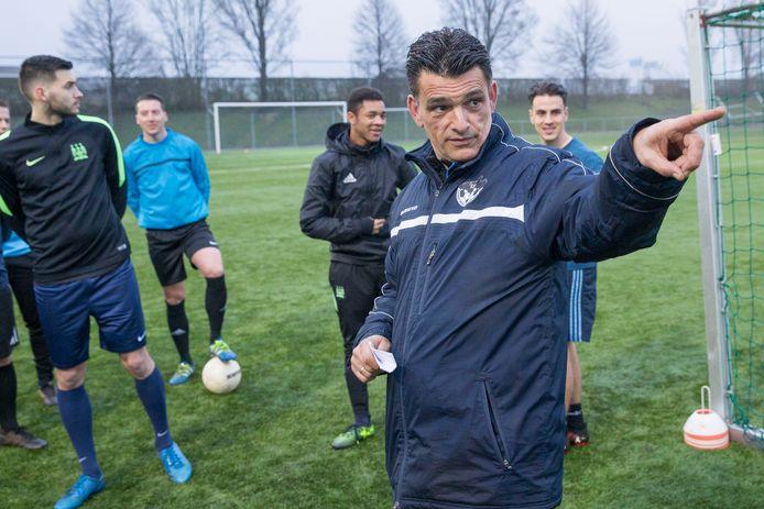Carlos de Jonge bezig als trainer van zijn vorige club SSV'65.