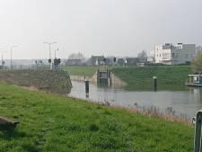 Oude kluis op bodem kanaal zit Osse haven dwars: bedrijven twee dagen onbereikbaar