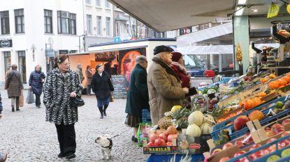 Mensen gaan weer naar de markt