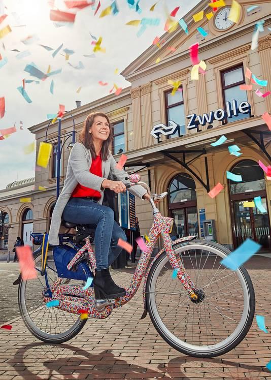 Ov-fiets ter ere van het 10-jarig bestaan van de geel-blauwe huurfiets.