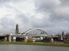 Britse para's rennen 177 kilometer naar John Frostbrug in Arnhem voor zieke kleuter Breya