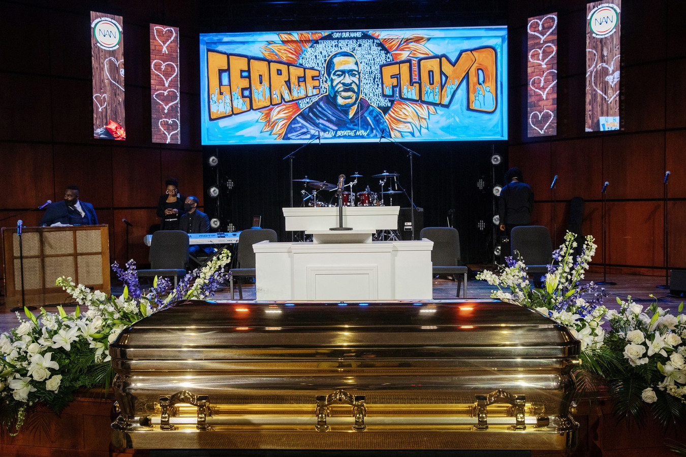 Op een scherm in de kapel werden afbeeldingen van George Floyd vertoond.